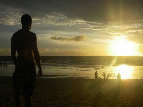 Nach dem Surfkurs am Strand die Zeit genießen.