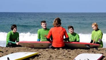 Theorieunterricht im Surfkurs