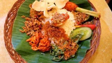 Klassisches indonesisches Reisgericht Nasi Padang