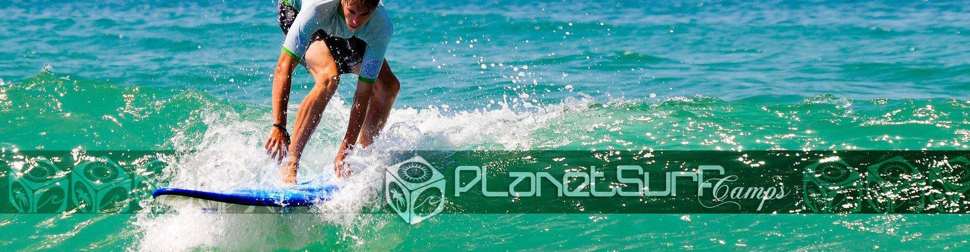 Lernen Sie an einem sonnigen Tag mit Planet Surf Camps