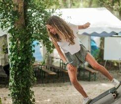 Practicando en el skate park - Surf camp Junior Moliets