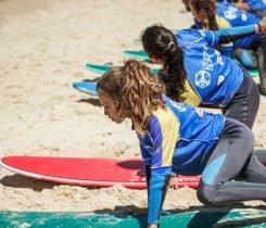 Clases de surf, arena y playa - Surf camp Junior Moliets