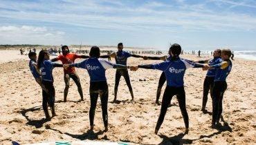 Precalentando en circulo - Surf camp Junior Moliets