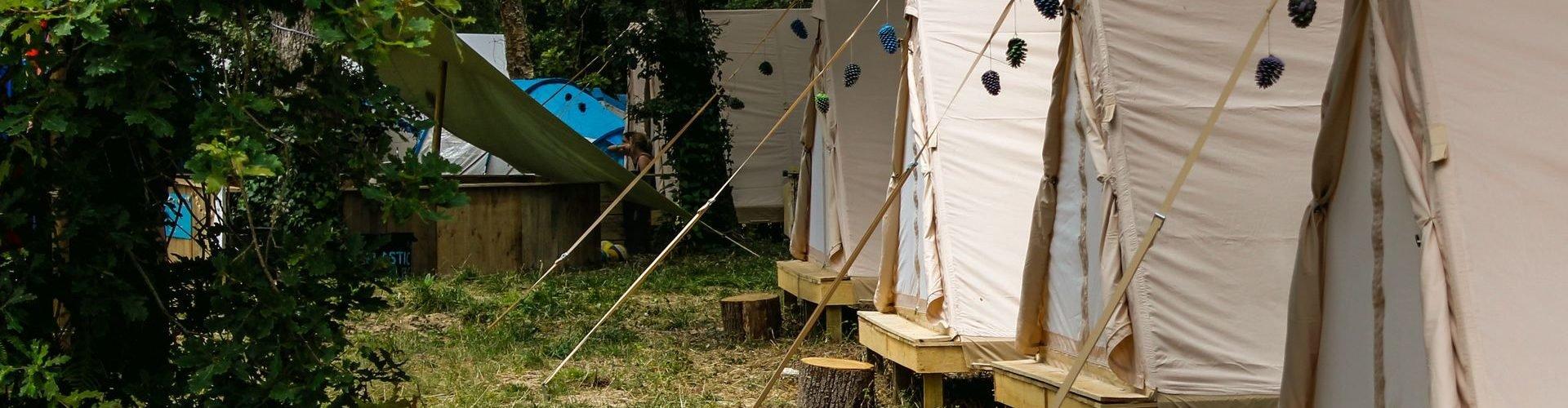 Komfortable glamping Zelte zur Verfügung